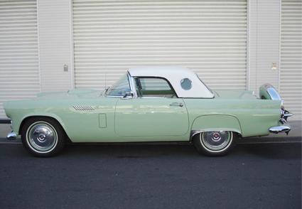 1956年式フォード・サンダーバードのフルレストア&近代化